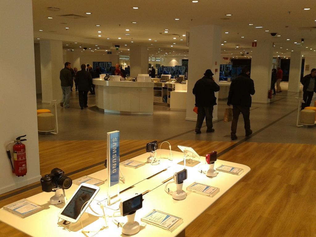 La primera macrotienda de Samsung en España (1)